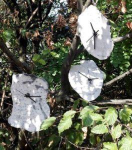 Orologi su un albero
